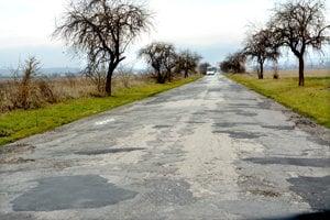 Cesta je v dezolátnom stave.