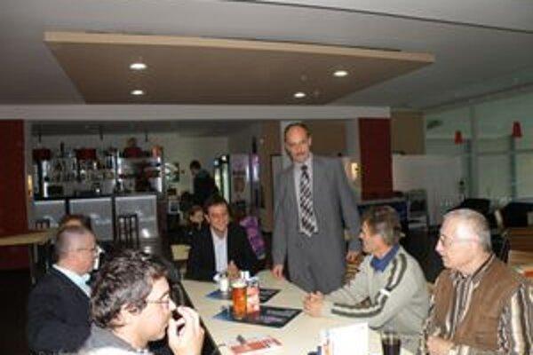 Minister sa v Považskej Bystrici stretol aj s lokálpatriotmi mesta.