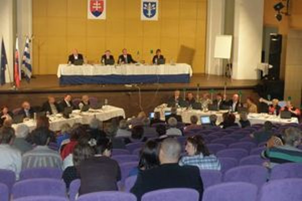 Pri rozhodovaní o zmene a doplnku územného plánu chýbal jeden poslanecký hlas.