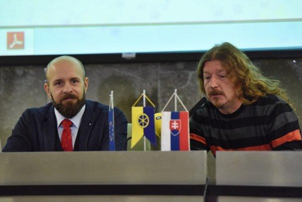 Primátor Trnavy Peter Bročka (vľavo) a a riaditeľ OZ Utopia Peter Nedoroščík.