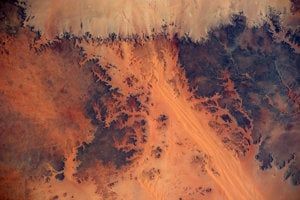 """""""Mars či Zem?"""" pýtal sa astronaut Alexander Gerst pri pohľade na záber z ISS."""
