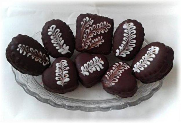 Plnené medovníky s čokoládovou polevou
