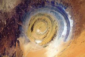 Oko Sahary je rozľahlá štruktúra v Mauritánii.