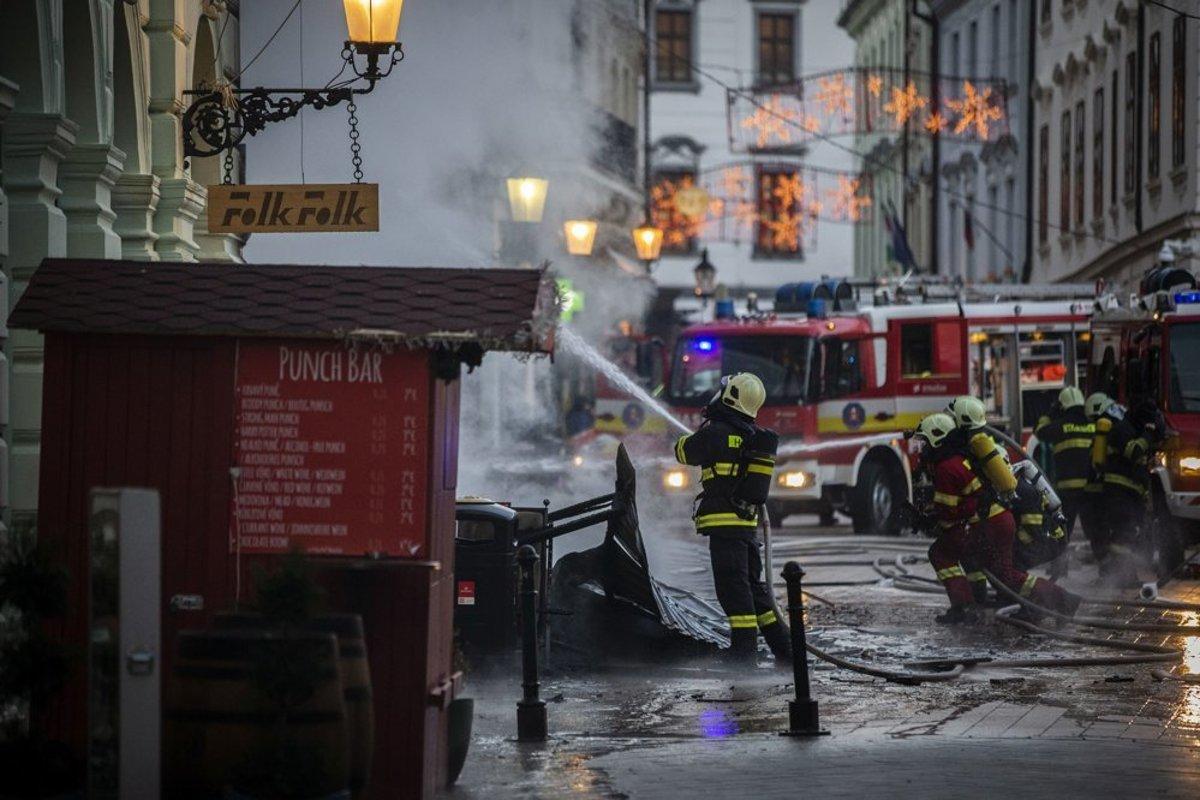 Vianočné trhy na Hlavnom námestí sú po požiari opäť otvorené -  bratislava.sme.sk 8db56533000