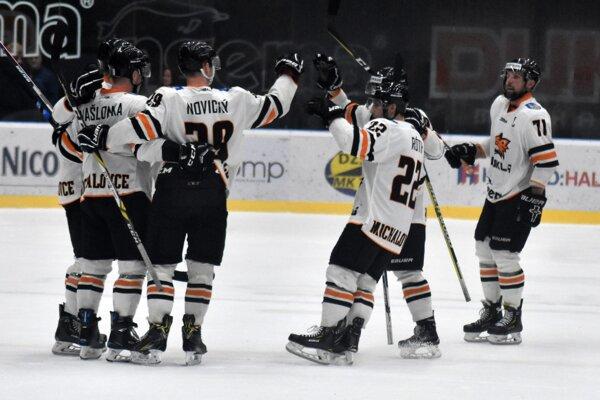 Michalovskí hokejisti majú v tejto sezóne zatiaľ dostatok dôvodov na radosť.