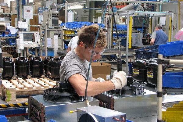 Japonský výrobca elektromotorov Nidec Corp. prevzal závody Embraco aj na Slovensku, napríklad v Spišskej Novej Vsi pracuje 2300 ľudí a súčasťou je aj vývojové centrum chladiarenských kompresorov.
