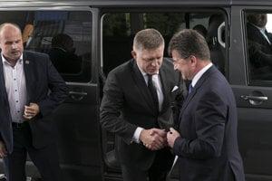 Rokovanie premiéra Roberta Fica s ministrom Miroslavom Lajčákom v roku 2017.