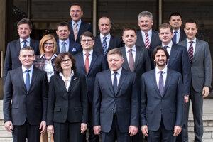 30. marec 2016. Spoločné foto ministrov a predsedu vlády.