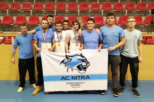 Zápasníci TJ AC Nitra na M-SR v Snine.