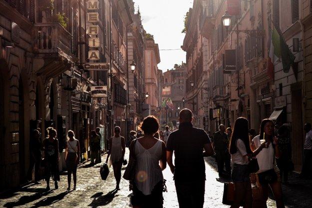 Neapol, symbol protikladov a chaosu.