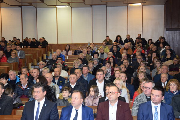 Ustanovujúce zasadanie mestského zastupiteľstva sa v Trebišove konalo vo veľkej zasadačke. V hojnom počte sa ho zúčastnila aj verejnosť.