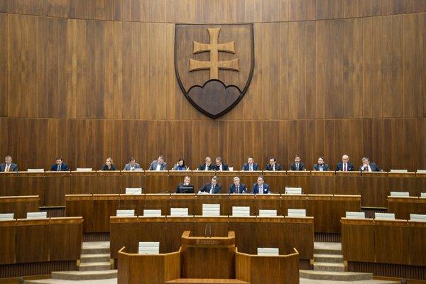 Utorkové rokovanie NR SR potrvá do 20. hodiny. Hlasovanie o prerokovaných zákonoch bude o 11:00 aj o 17:00. Schôdza bude prerušená hodinovou prestávkou o 13:00.