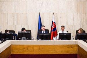 Premiér Peter Pellegrini a ministri na rokovaní vlády.