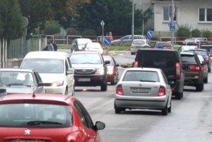 Preplnené cesty v Prievidzi by odľahčil obchvat mesta.