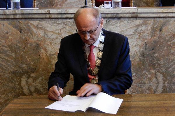 Igor Čombor sa dnes opäť ujal funkcie.