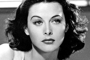 Hedy Lamar vo filme Comrade X (1940)