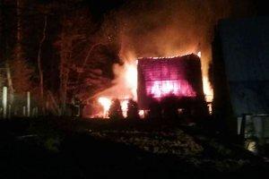 Požiar sa rozšíril a na vedľajšiu chatku.