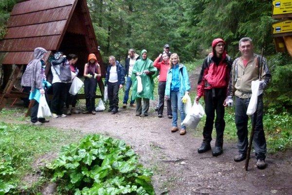 V liptovských dolinách zbieralo odpadky  120 ľudí.