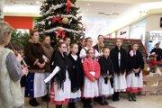 V minulom roku sme koledy spievali s Detským folklórnym súborom Turiec v Obchodnom centre Tulip.