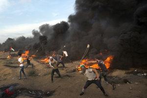 Palestínske militantné hnutie Hamas organizuje od marca pravidelné protesty s cieľom dosiahnuť ukončenie izraelsko-egyptskej blokády Gazy.