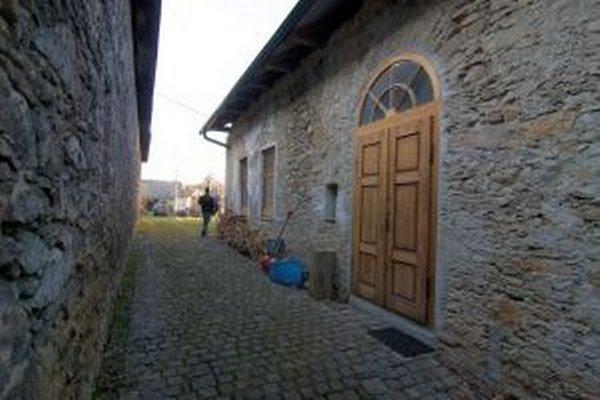 Jedným zo zaujímavých prvkov rekonštruovaného domu je aj dvor.