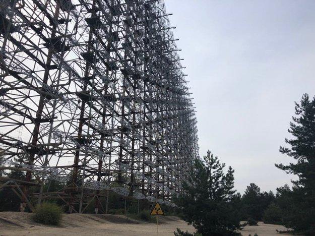 Obrovský radar Duga skrytý v lese