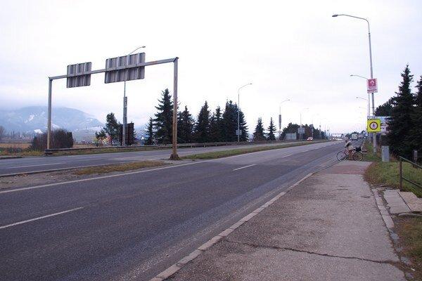 Často cez cestu prechádzajú aj cyklisti.