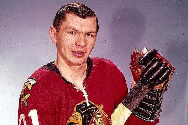 Center Stan Mikita z liptovskej obce Sokolče na fotografii v roku 1959 v klube Chicaga Blackhawks.
