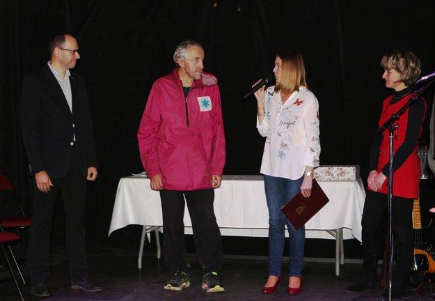 Ocenenie dostal aj maratónec Anton Gombár (druhý zľava)