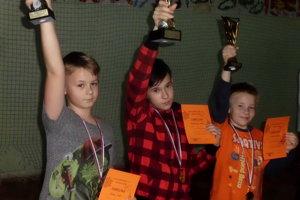 Víťazi kategórie F1N mladších žiakov (zľava) Alex Vašek, Paťo Klobušický, Tomáš Straka.
