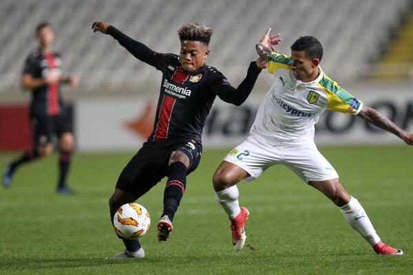 Leon Bailey (vľavo) v drese Leverkusenu.