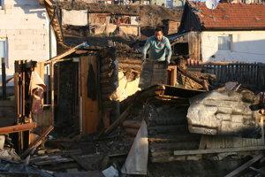 Miesto kde zhoreli chatrče chudobných Rómov