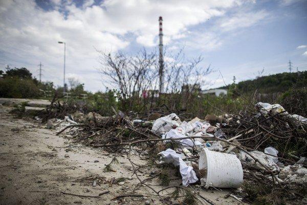Ružomberok nemá vo svojom intraviláne žiadnu veľkú čiernu skládku komunálneho či priemyselného odpadu.