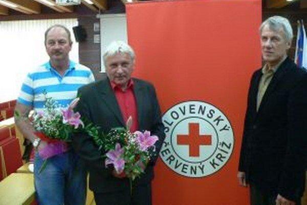 Traja z ocenených darcov krvi. Zľava: P. Guráň, J. Juris aA. Schwarc.
