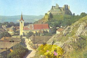 Beckov 1970 a prvé rekonštrukčné práce na hrade. V roku 1971 začal na hrade archeologický výskum.