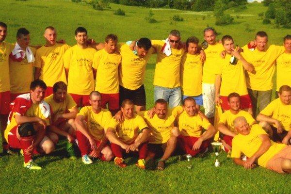 Mužstvo Prosieka, ktoré vybojovalo postup zIII. B triedy do II. triedy.