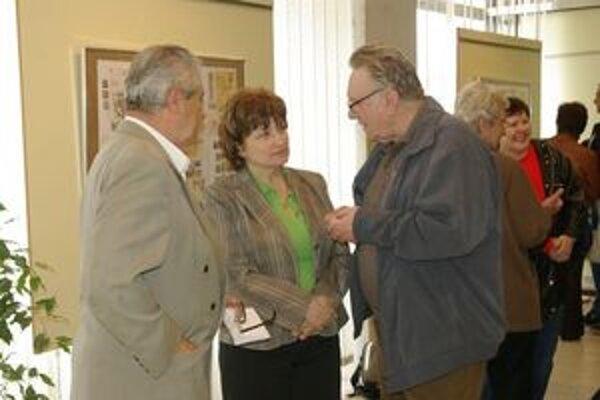Výstava známok. Všetky exponáty požičal Jozef Janáč (vpravo).