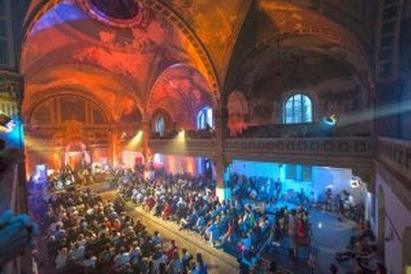 Výkony umelcov umocnila úžasná atmosféra synagógy.