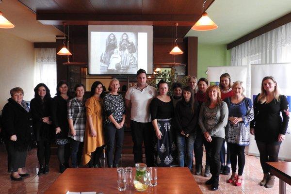 Účastníci seminárov, ktoré boli venované detskému folklóru.