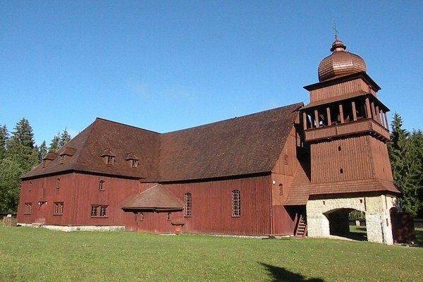 Drevený artikulárny kostol je monumentálnou stavbou, svojou veľkosťou sa radí medzi najväčšie v strednej Európe. Jeho postupná oprava bola preto na začiatku pre všetkých veľkou výzvou. Na opravu fasády žiadal zbor tento rok 37-tisíc eur. Z ministerstva do