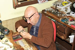 Miloš Uhrin sa hodinárstvu venuje od 15-tich rokov.