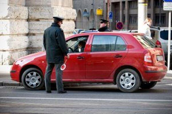 Tento týždeň sa na slovenských cestách objaví viac policajných hliadok. Zamerajú sa na vodičov i cyklistov.