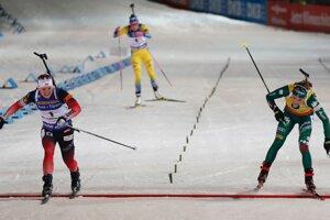 Boj o prvenstvo medzi Nórkou Marte Olsbu Roeiselandovou (vľavo) a Taliankou Dorotheou Wiererovou.