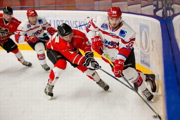 V zime si môžu priaznivci liptovského športu preveriť svoj prehľad v regionálnych hokejových súťažiach.