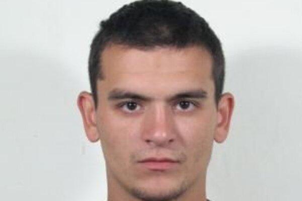 Róberta Richtera hľadá polícia, pretože je na neho vydaný zatykač vo veci pokračovacieho prečinu podvodu.