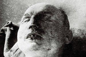 Mŕtvy Štefánik po leteckej katastrofe 4. mája v roku 1919.