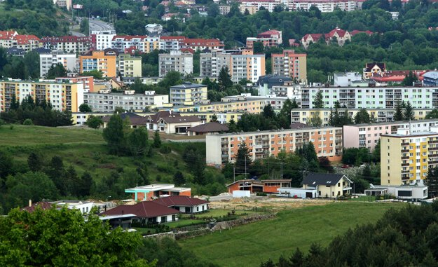 Až dve tretiny Slovákov vo veku 25 až 34 rokov žijú podľa Eurostatu v spoločnej domácnosti s rodičmi