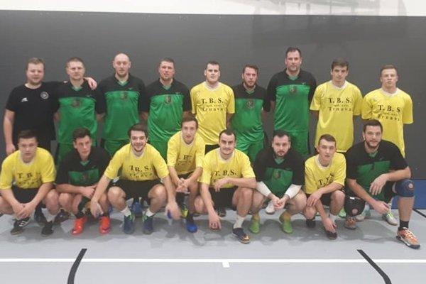 Spoločná fotka starých a mladých futbalistov Hornej Vsi.