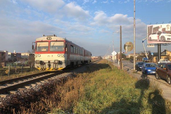 """""""Trenčianska električka"""" by využívala chynoranskú trať."""