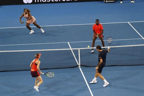 Momentka zo zápasu Williamsov, Tiafoe - Bencicová, Federer.